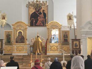Воскресная литургия в Смольном соборе в честь праздника Покрова Пресвятой Богородицы